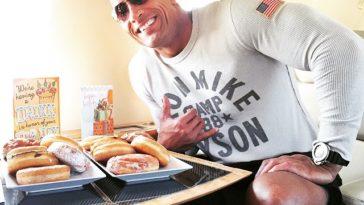 """Dieser Mann hat sich ein Tag wie Dwayne """"The Rock"""" Johnson ernährt und es gehasst!"""