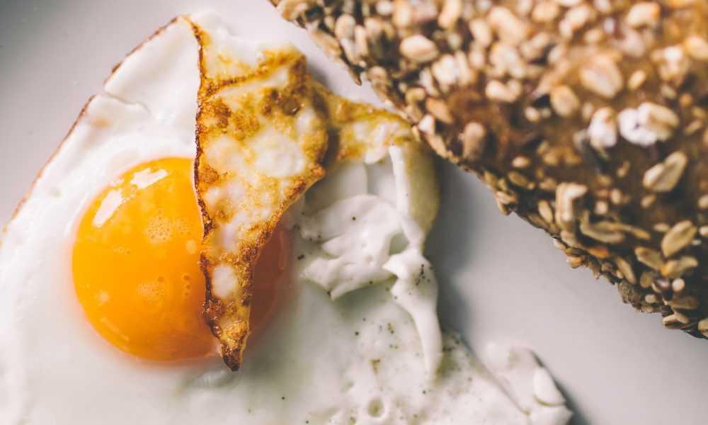 Das perfekte Fitness Frühstück - Ei und Vollkorn