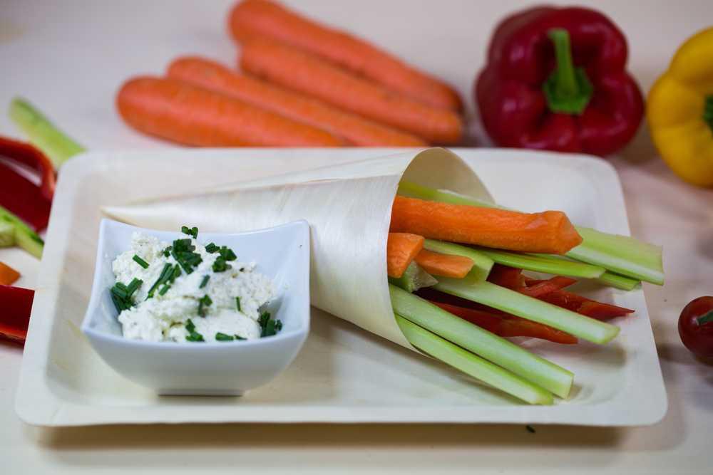 Körniger Frischkäse mit Gemüse